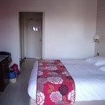 la jolie chambre bien confortable avec balcon