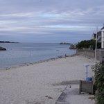 la jolie plage de Rock'roum devant l'hôtel