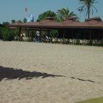 la plage avec le bar