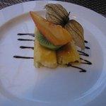 Enroulés d'ananas fourrés à la crème catalane