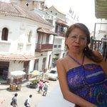en un balcón del Hotel Portal de San Diego