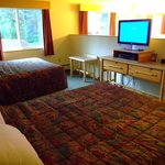 Lily Lodge room, Windsong Lodge, Seward - twin queen beds