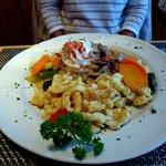 Charnigna Engiadinaisa (Geschnetzeltes Kalbfleisch an Rahmsauce mit Champignons und Spätzli)
