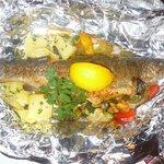 Forelle mit Wokgemüse und Petersilkartoffeln