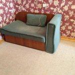Сломанный диван
