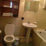 Разбитая ванная комната