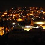 vista nocturna desde la ventana de nuestra habitación