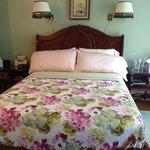 Louisa May Alcott Room Queen bed