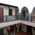 Primer piso, donde se encuentran buena parte de las habitaciones y patio interior