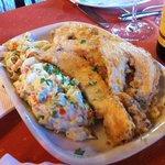 Filetes de Choco com acompanhamento de Fettucini com Gambas e Salada Russa