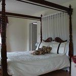 Schlafzimmer mit Baldachin-Bett