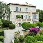 La maison, construite par le peintre pour y vivre en famille et où il s'éteignit