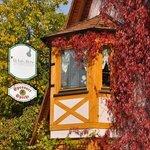Erker an der Fassade im Herbst