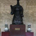 Hall avec statue