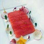 Antipasto al salmone e degustazione di diversi tipi di ravanello, ottima la gauffre salata...