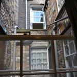 Utsikt från rummets enda fönster