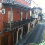 vista da rua em frente ao hotel