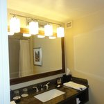 mirror/sink area