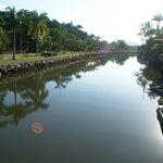 A una cuadra, cruzando el rio para ir al centro histórico