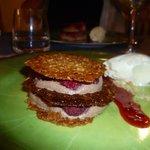 dessert mille feuille avec mousse chocolat framboise biscuit aux pistaches