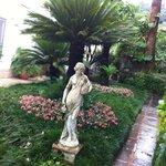 Uno scorcio del silenzioso ed accogliente giardino dell'hotel