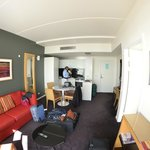 lounge /kitchenette