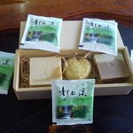 民宿主人劉先生的手工皂及茶包結合賣