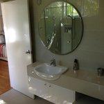 beautiful airy light bathroom