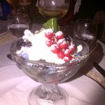 coppa crema Chantilly meringa frutti di bosco