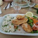 pescato panato e fritto con contorno di riso e piselli e insalata...eccezionale!!!!