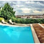 Piscine avec vue sur Lyon