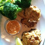 Crab cake dinner with steamed broccoli