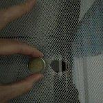 trous dans moustiquaire