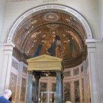 Il mosaico sopra l'altare