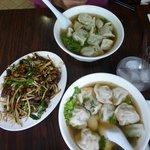 Soupes aux ravioles porc et aux herbes N° 24 et N° 25, Anguilles fumées frites
