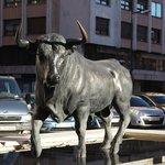 statue du taureau devant l'hotel