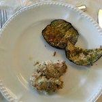 Secondo del pranzo. due involtini e una fetta e mezzo di melanzana grigliata