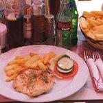 Le poulet frite + l'asiette de frites