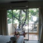Вид на балкон, кондиционер