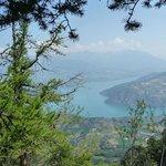 Vue sur le lac de Serre-Ponçon tout proche...