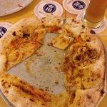 Pizza cruda, non lievitata e quasi nulla negli ingredienti! Solo pasta cruda!!!