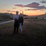 Pôr de sol visto do jardim do hotel