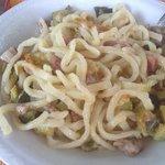 ciriole pancetta, salsiccia, zucchine e fiori di zucca