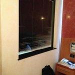 Fenster zwischen Bad und Schlafzimmer