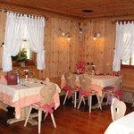 La sala dove abbiamo cenato, arredata in stile Ladino