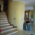 Scala che porta al primo piano della villa,dove sono collocate le stanze