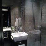 Shower room - the shower head is huge!