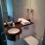Lavabo e wc. (la manopola sotto al lavandino aumenta o diminuisce il calore generato dal pavimen