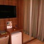 TV LCD com canais pagos e Frigobar nos quartos
