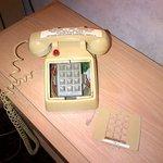 Broken vintage 1980 phone!